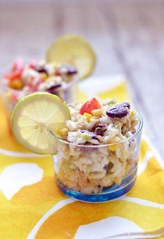 Mexikanischer REIS-SALAT mit AVOCADO, Kidney-Bohnen und Chili! Das ist wirklich mal was anderes und schmeckt nach Sommer und Urlaub! http://www.gofeminin.de/kochen-backen/sommer-salate-mit-reis-und-co-d58795c657324.html