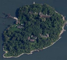 North-Brother-Island, abandoned island in NYC