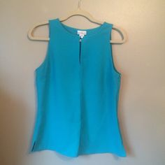 "Liz Claiborne Blue Keyhole Sleeveless Top Size Medium Machine wash / tumble dry 90% Polyester / 10% Spandex 23"" Length 38"" Bust Liz Claiborne Tops Blouses"
