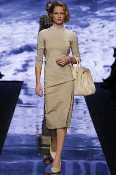 Laura Lusuardi presented her new collection for the brand Max Mara Fall-Winter Ready to Wear at Milan Fashion Week - Photos. Max Mara, Fashion Show, Fashion Outfits, Fashion Design, Trend Council, Vogue, Milano Fashion Week, Milan Fashion, Fall Winter 2015