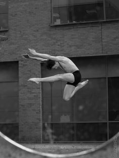 The Bristol Ballerina - www.suzibird.co.uk  #ballet #dance #ballerina #pointe #dancephotography #SuziBirdPhotographer #photography #TheBristolBallerina #reflection #perceptionofreflection
