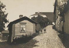 Välikatu, Porvoo  1920—1939  Museovirasto Helsinki, Old Buildings, Historian, Nostalgia, Cabin, Retro, House Styles, Outdoor, Outdoors