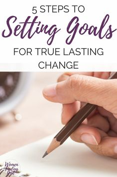 Biblical goal planning tips for Christian women and busy moms. Set goals that will help you finally reach your spiritual growth and life goals in 2018! Goal planning tips | Goal planning ideas | Goal setting printables #goals #goalsetting #faith #spiritualgrowth