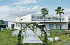 Celebra tu boda con nosotros en Ibiza/Celebrate your wedding with us in Ibiza/This floral arch is gorgeous for a stunning wedding