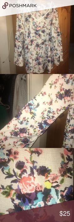 Floral Tunic Beautiful Top! Worn twice Tops Blouses