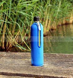 Környezettudatos, BPA-mentes termék. A neoprén huzat több órán át tartja a beletöltött folyadékok hőmérsékletét. KATTINTS RÁ! | #bio #drinking #környezetbarát #environmentally_friendly #doras #biodoras #környezettudatos #öko #termosz #kulacs #neoprén #neoprén_huzat #üvegkulacs #flask #kék #blue #trendi #design #dizájn #menő #sport #sport_felszerelés #műanyagmentes #plasticfree #bpamentes #bpafree #sportfelszerelés #waterbottle #water_bottle Minion, Water Bottle, Drinks, Mint, Drinking, Beverages, Minions, Water Bottles, Drink