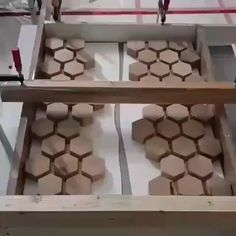 Carpentry projects - Woodworking Tips and Tricks Woodworking Bench Plans, Fine Woodworking, Woodworking Magazine, Woodworking Furniture, Woodworking Machinery, Diy Resin Crafts, Wood Crafts, Diy Resin Table, Epoxy Resin Wood