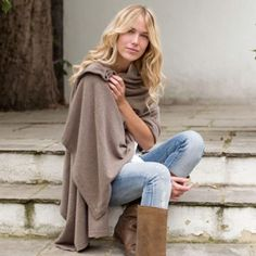 Cashmere wrap in mink with jeans
