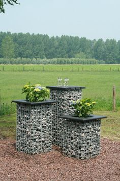 Gabion towers or tables