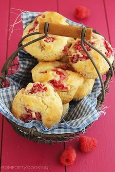 Super Soft Lemon-Raspberry Muffins – Wake up to a batch of these super soft, summery lemon raspberry muffins. They freeze and reheat easily, too! | thecomfortofcooking.com