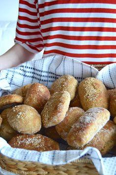 Kauraleipäset | Kanelia ja kardemummaa Good Food, Yummy Food, Salty Foods, Bread Rolls, Breakfast Time, Bread Baking, Hot Dog Buns, Bread Recipes, Food And Drink