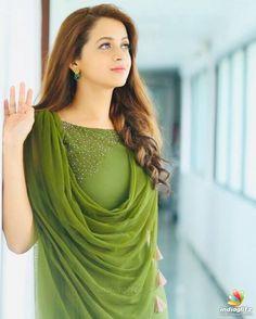 Beautiful Girl Photo, Beautiful Girl Indian, Most Beautiful Indian Actress, Stylish Girls Photos, Stylish Girl Pic, Bhavana Actress, Punjabi Dress, Indian Girls Images, Kurta Designs Women