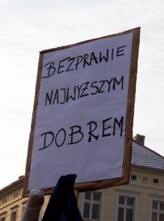 """""""W obronie twojej wolności"""". Demonstracje KOD w kraju i za granicą. http://kontakt24.tvn24.pl/najnowsze/w-obronie-twojej-wolnosci-demonstracje-kod-w-kraju-i-za-granica,191627.html"""