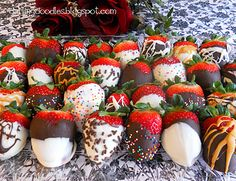 Chocolate Dipped Strawberries - easy and fast treats that don't look like they were easy and fast ; Sweets Recipes, Just Desserts, Strawberry Dip, Strawberry Ideas, Valentines Day Chocolates, Chocolate Dipped Strawberries, Easter Treats, Cupcake Cakes, Sweet Treats