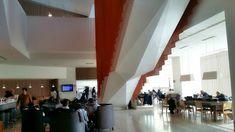 Te invito a conocer el salón vip latam en el aeropuerto de Santiago de Chile con todas sus opciones gastronómicas, de entretenimiento y descanso.