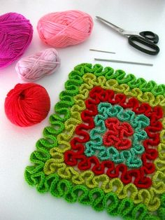 Squiggle Crochet Potholders, by Sarah London Crochet Pillows, Crochet Potholders, Crochet Motifs, Crochet Stitches Patterns, Crochet Squares, Vintage Potholders, Crochet Scrubbies, Crochet Hot Pads, Crochet Diy