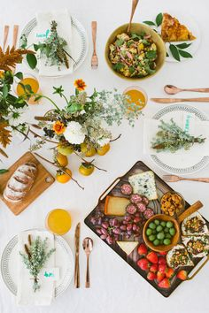 Fall-inspired tabletop. Florals by Moon Canyon. Styling by designlovefest. Photo by Brittany Wood (via designlovefest.com).