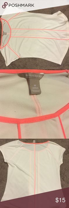 White and pink Banana Republic top Adorable white and peach top from Banana Republic! Worn only a couple of times for interviews. No stains or pulls! Slightly sheer but can be layered. Size M Banana Republic Tops