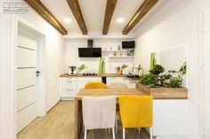 #Ushapedkitchen #kitcheninspiration #classickitchenconfiguration #classickitcheninspiration #classickitchenideas #kitchendesign #classickitchen #warmtones #kitchenfurniture #kitchenideas #inspireyourself #KUXAstudio #KUXA #KUXAkitchen #bucatarieclasica #bucatarieU Classic Kitchen, U Shaped Kitchen, Wood Accents, Divider, Furniture, Room, Design, Inspiration, Studio