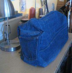 Чехол для швейной машинки из джинсов. Case for the sewing machine of denim jeans.
