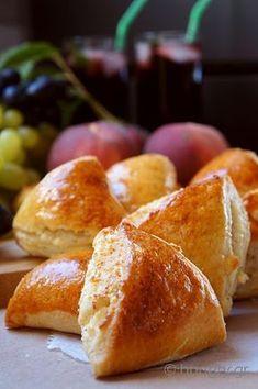 Τρίγωνα Τυροπιτάκια Κουρού Greek Cooking, Cooking Time, Cooking Recipes, No Cook Desserts, Dessert Recipes, Cheese Triangles, Spinach Pie, Cheese Pies, Greek Dishes
