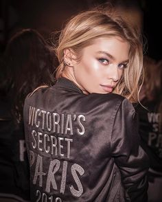 The Next-Level Facial Victoria's Secret Models Use for Better Cheekbones, Abs, and Thighs