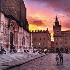 [gli amici di Iperbole fotografano] Tramonti e cieli che tolgono il fiato in questi giorni su #Bologna instagram, foto di nathalie_saba