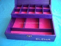 Caja joyero de madera personalizada y con dedicatoria en el interior.