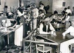 Cast Member cafeteria at Disneyland (early 1960's) looking like the Cantina on Star Wars 🤣