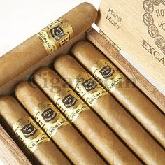 Hoya de Monterey Excalibur - one of the best cigars out there! :o) (Honduran #5)