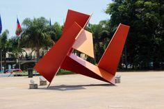 Monumento na entrada do Memorial da América Latina – Na Praça Cívica.