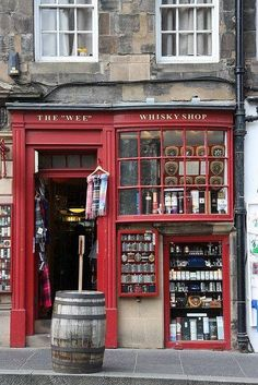 The Wee Whisky Shop, The Royal Mile, Edinburgh, Escocia Oh The Places You'll Go, Places To Travel, Whisky Shop, Famous Castles, England And Scotland, England Uk, Shop Fronts, Scotland Travel, Scotland Trip