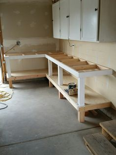 Install the bench top plywood diy workbench, garage workbench plans, woodworking bench, garage Garage Workbench Plans, Workbench Designs, Diy Workbench, Garage Tools, Garage Shop, Folding Workbench, Diy Garage Work Bench, Industrial Workbench, Garage Organization Tips