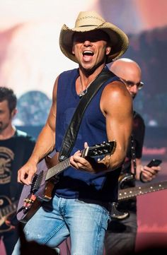 Ring the Alarm!! Kenny Chesney returns to stadium touring next year!
