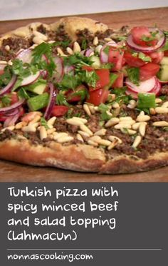 Turkish pizza with spicy minced beef and salad topping (lahmacun) - Easy Pizzas Recipes - Minced Beef Recipes, Quick Beef Recipes, Quick Meals To Make, Mince Recipes, Pizza Recipes, Ottolenghi Recipes, Middle East Food, Burger Meat, Salad Topping