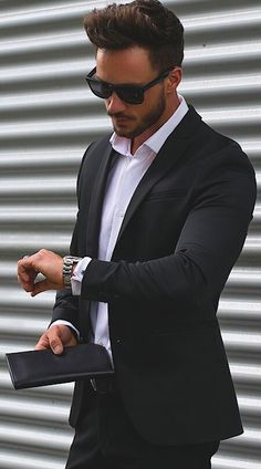 Cheap latest coat pant designs, Buy Quality coat pant designs directly from China best men suits Suppliers: 2017 Latest Coat Pant Designs Black Casual Custom Beach Men Suits Best Man Peaked Lapel Skinny Simple 2 Pieces Jacket+Pants 362 Mode Masculine, Dapper Gentleman, Gentleman Style, Terno Casual, All Black Suit, Black Men, Black Suit White Shirt, Mode Man, Herren Outfit