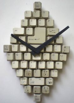 Es ist unglaublich, was man aus einer alten Computer Tastatur machen kann - Uhr aus Tastatur