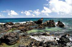 Maliko Bay, Maui. www.aloha-hawaiian.com #hawaii #maui #mauiallinclusive #hawaiigrouptravel #hawaiihoneymoondestinations