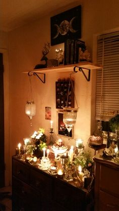 My imbolc altar 2016 Kimbers Whispers Blessed Be So It Must Be Meditation Space, Meditation Altar, Wiccan Alter, Expecto Patronum Harry Potter, Witch Room, Home Altar, Eclectic Witch, Witch Decor, Altar Decorations