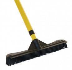 Een rubberen bezem die kappers ook gebruiken is makkelijk te gebruiken om haren van de - Witte kapper ...