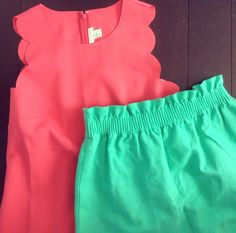 Jcrew coral scallop dress and green skirt Preppy Outfits, Preppy Style, Summer Outfits, Cute Outfits, Fashion Outfits, My Style, Preppy Fashion, Playing Dress Up, Spring Summer Fashion