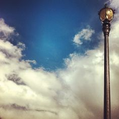 #streetlight #clouds #sky #blue #blu #bleu #lampadaire #palaisroyal - @din0u- #webstagram