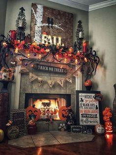 90 Halloween Mantel Decorating Ideas that will spruce up your Fireplace setting - Hike n Dip - - Need ideas to decorate your Halloween Mantel? Here are best Halloween Mantel Decorating Ideas that will give your Halloweeen decoration a new dimension. Retro Halloween, Theme Halloween, Halloween Home Decor, Halloween 2019, Diy Halloween Decorations, Holidays Halloween, Scary Halloween, Scary Decorations, Homemade Decorations