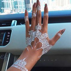 Very Attractive White Henna Designs | http://art.ekstrax.com/2015/12/very-attractive-white-henna-designs.html