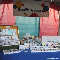 craft show booth display: Miss Malaprop at Gretna Fest - Setting up my jewelry in stackable trays became a tremendous time saver. Easy Diy Crafts, Diy Crafts To Sell, Handmade Crafts, Handmade Products, Craft Show Booths, Craft Show Ideas, Vendor Events, Jewellery Display, Craft Fairs
