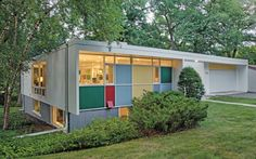 The multicolored panels are a Ralph Rapson trademark on the exterior of the 1957 Shepherd House, an example of Midcentury Modernism in the University Grove neighborhood. Modern Backyard Design, Modern House Design, Modern Interior Design, Mid Century Decor, Mid Century House, Modern Architecture House, Architecture Design, Modern Houses, Casa Retro