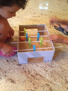Simple games for happier kids.- Giochi semplici per bambini più felici.biglairdino con scatola scarpe e mollett… Simple games for happier kids. Biglairdino with shoe box and clothes pegs: - Indoor Activities For Kids, Toddler Activities, Games For Kids, Diy For Kids, Fun Activities, Projects For Kids, Crafts For Kids, Happy Kids, Diy Toys