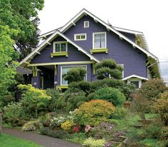 A Craftsman Neighborhood in Portland, Oregon. The Ladd's Addition neighborhood in Portland, Oregon, harbors a wealth of Arts & Crafts-era houses. Craftsman Style Bungalow, Bungalow Exterior, Craftsman Exterior, Craftsman Bungalows, Craftsman Homes, Exterior Paint, Exterior Colors, Craftsman Decor, Bungalow Ideas