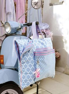 Strandtasche mit integrierter Matte. Die Anleitung für die Schnitterstellung, den Zuschnitt und die Nähsteps findest du auf der Elna Nähideen-Seite.