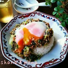 おかわりが止まらない♪あっという間に餃子丼♪ Tofu, How To Cook Rice, Cooking Recipes, Healthy Recipes, Rice Dishes, Dessert, Vegan, Japanese Food, Food Hacks